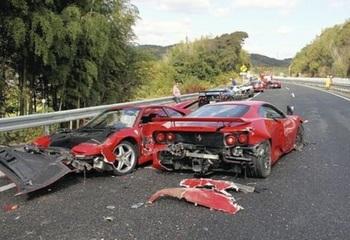 フェラーリ多重事故.jpg